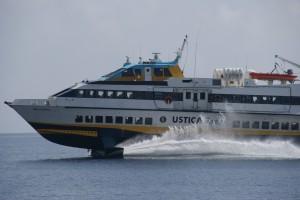 Fähren zwischen den Inseln